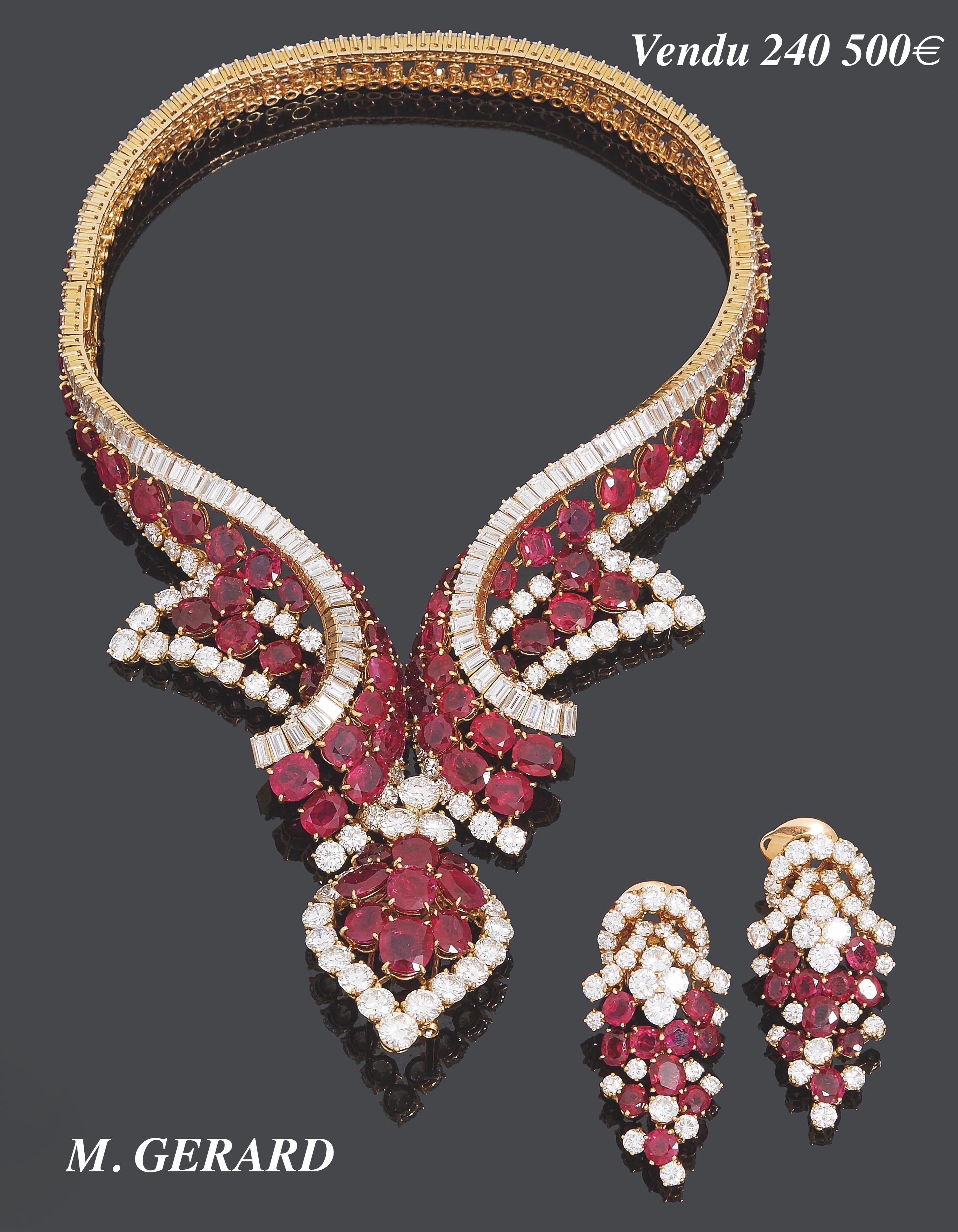 46. M. GERARD PARURE « collection MEDICIS » composée d'un COLLIER « volutes », partiellement transformable en BRACELET, d'un CLIP de CORSAGE « goutte » transformable en PENDENTIF et d'une paire de CLIPS d'OREILLES « grappe », en suite. La monture en or jaune (750‰) serti de diamants taille brillant et rubis ronds, soulignés d'alignements de diamants baguettes. Signée M. GERARD et numérotée, commande spéciale. Dans un étui M. GERARD. Louis GERARD, après avoir travaillé pour Van Cleef & Arpels, a fondé M. GERARD en 1968 au 8 avenue Montaigne à Paris. Très vite il fut considéré comme le joaillier français exportant le plus de pièces de haute joaillerie. En Novembre 1985, il vend sa société à un groupe d'investisseurs américains mais continua à travailler jusqu'à la fermeture de l'entreprise. En septembre 1988, il ré-ouvre au 16 avenue Montaigne sous le nom Louis GERARD, Joaillier International, jusqu'en décembre 1991. Ses créations sont exceptionnelles pour la qualité des gemmes, la complexité des volumes et la délicatesse de la fabrication. Il conçoit le bijou comme une entité, la parure complète est toujours au centre de ses créations. Expert Cukierman